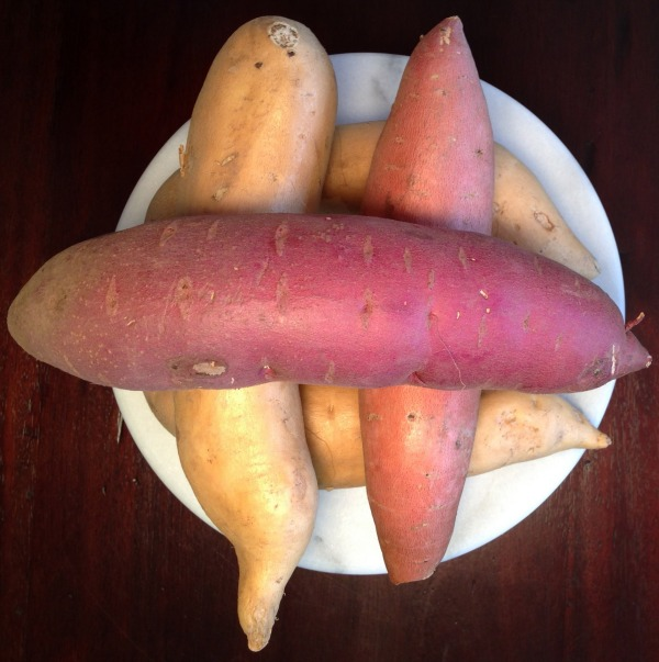 uncooked sweet potatoes and yams