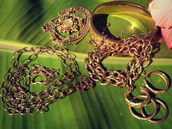 gold jewelry | Dianna Bonny Photography