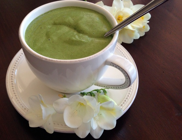 Photo of a green smoothie in a tea cup | Dianna Bonny Photography
